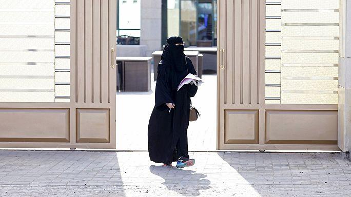 Suudi Arabistan'da bir ilk; kadınlar sandık başında