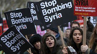 Manifestaciones contra los bombadeos en Siria en las calles de Londres
