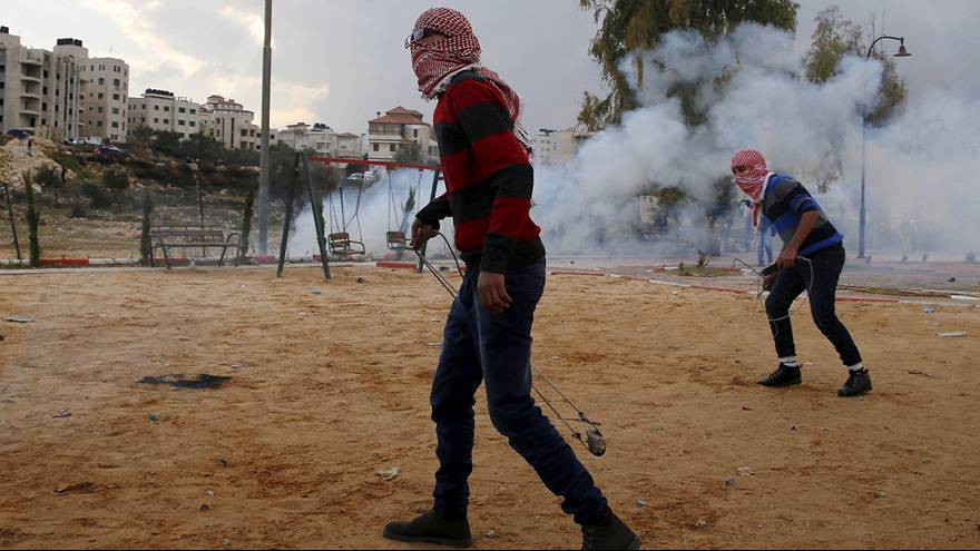 Palestinians and Israeli soldiers clash in Ramallah
