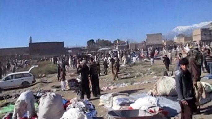 Véres robbantás egy pakisztáni piacon