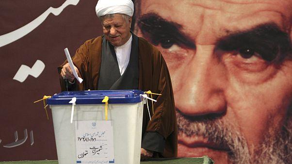 رفسنجانی: گروهی برای بررسی انتخاب جانشین رهبری در صورت پیشامد حادثه آماده می شوند