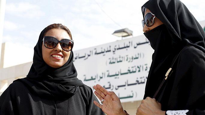 Suudi Arabistan'da ilk kez kadınlar seçime katıldı