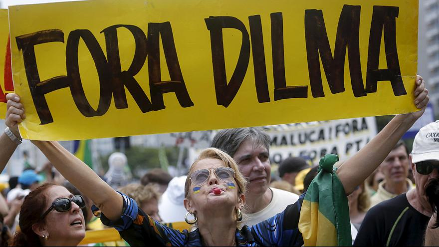 مظاهرات حاشدة بالبرازيل للمطالبة بإقالة الرئيسة روسيف