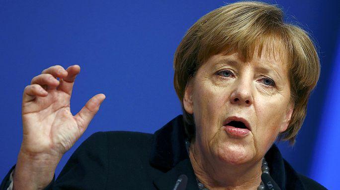 Merkel mülteci sayısını azaltma sözü verdi