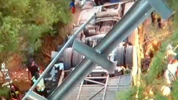 ده ها مرزبان آرژانتینی بر اثر واژگونی اتوبوس جان باختند