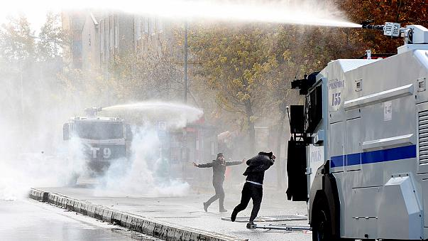 Al menos dos muertos en una protesta en Diyarbakir contra el toque de queda impuesto por el Gobierno turco