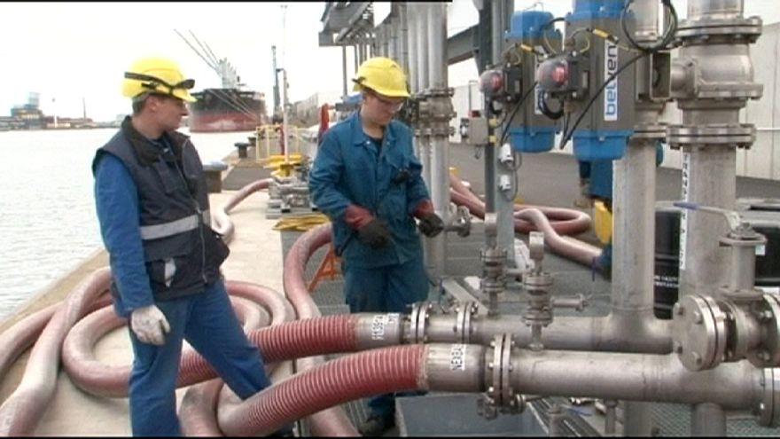 Нефть подешевела до уровня кризисного 2008 года