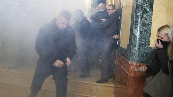 Kosova'da meclise gaz bombası