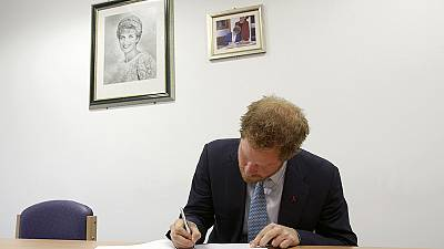 Prince Harry visits HIV hospital – nocomment