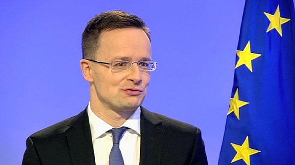 Chefe da diplomacia húngara defende decisões do país em resposta à crise migratória