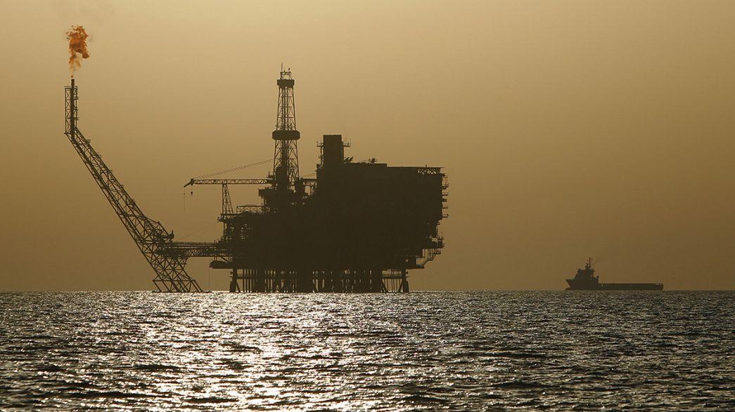 Moody's rivede al ribasso le previsioni sul prezzo del petrolio