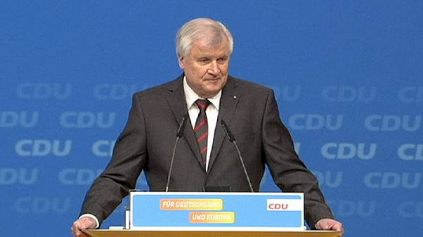 Finoman bírálta Merkel politikáját a CSU elnöke