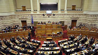 Grecia. Parlamento approva controverse misure in cambio di nuovo pacchetto aiuti