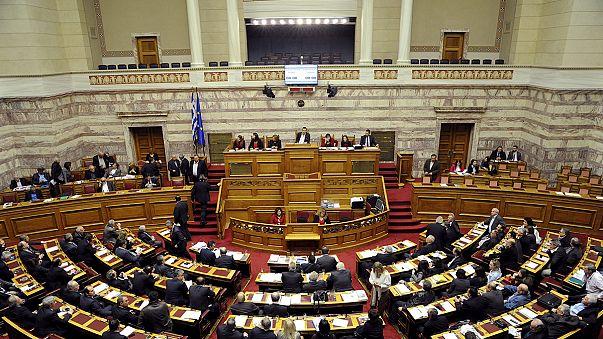 Tsipras behält Mehrheit: Parlament beschließt Reform zu faulen Krediten
