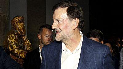 Spanischer Regierungschef Rajoy auf Weg zu Wahlkampfveranstaltung angegriffen