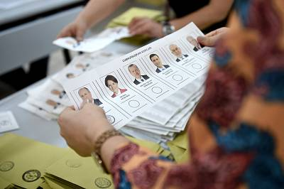 Votes are counted in Istanbul.