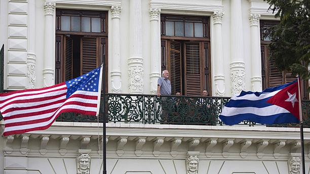 Postal flights between US and Cuba receive stamp of approval