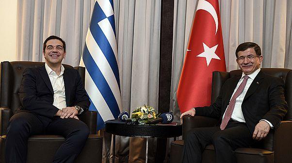 Στην ανάγκη συνεργασίας για το μεταναστευτικό συμφώνησαν Τσίπρας – Νταβούτογλου