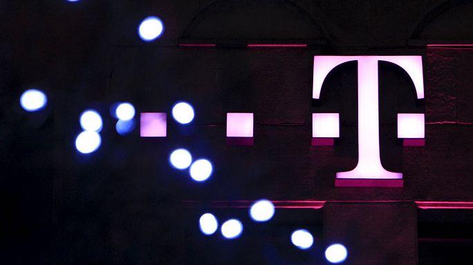 """""""Nyugati a zene, de keletre tart"""" - szerződést bont a kormány a Telekommal"""