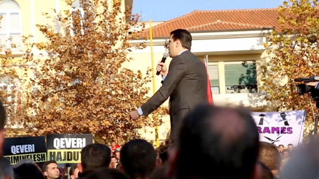 Albanie : manifestation contre le gouvernement socialiste 25 ans après la chute du communisme