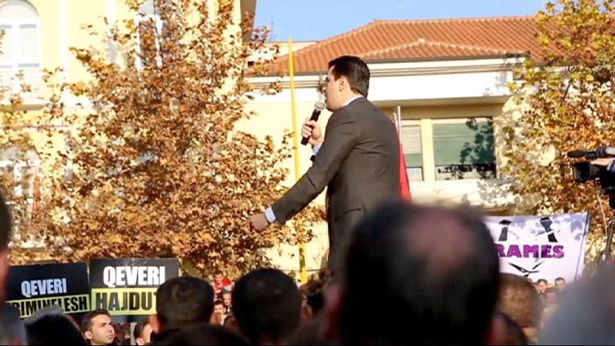 Массовый митинг сторонников оппозиции в столице Албании