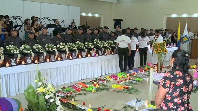 Колумбия: церемония передачи останков жертв гражданской войны