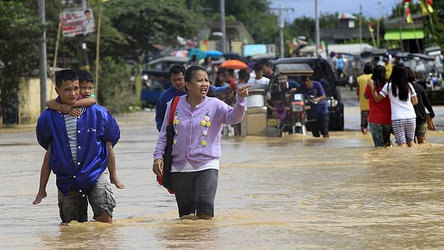 Filipinler sele teslim