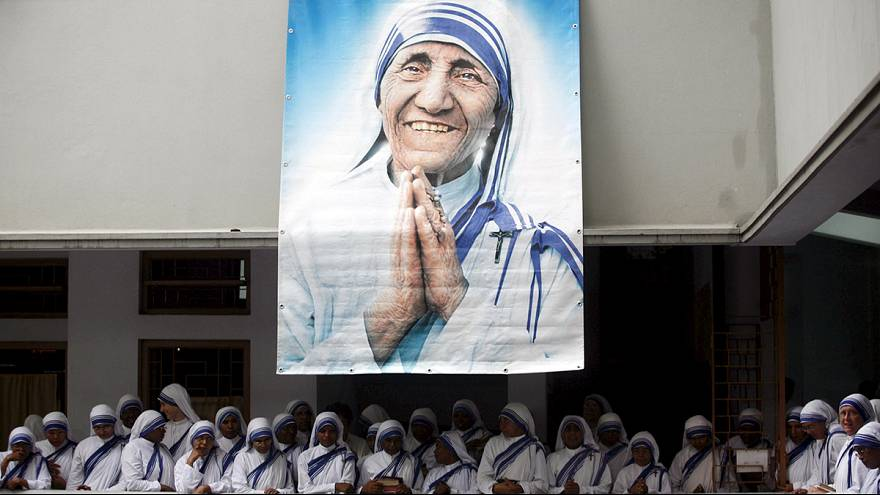 Мать Тереза будет объявлена святой в следующем году