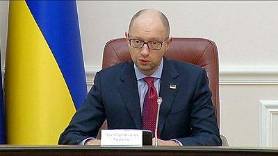 Ucrania suspende el pago a Rusia de una deuda de 2 700 millones de euros contraída por el expresidente Yanukóvich.