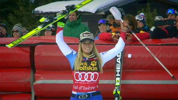 السويسرية لارا غوت تتفوق على الأمريكية ليندسي فون في سباق التعرج على الثلج في فرنسا