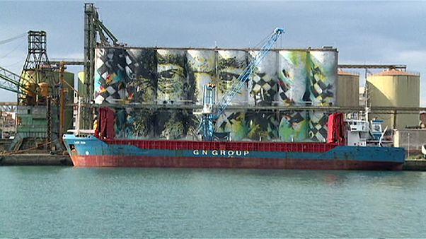 بزرگترین نقاشی دیواری جهان در بندر کاتانیا در جزیره سیسیل