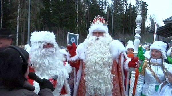 Noel Babalar bayramlaşmak için bir araya geldi