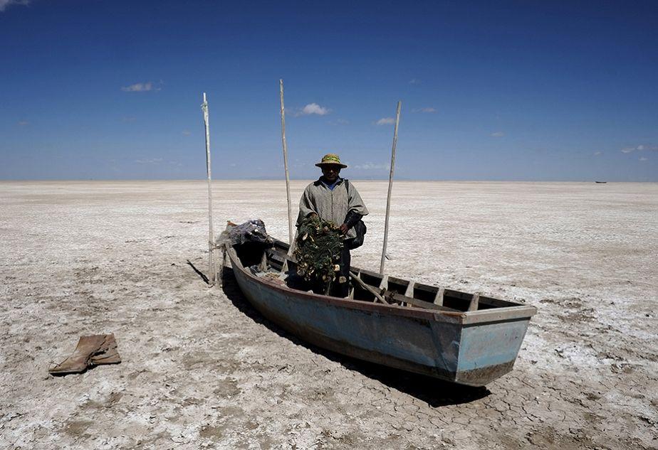 Le lac Poopó en Bolivie asséché