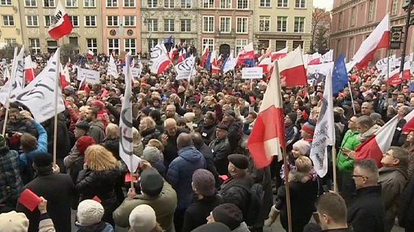 Πολωνία: Μαζικές αντικυβερνητικές διαδηλώσεις