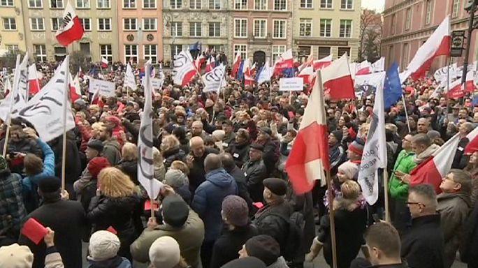 مظاهرات ضد الحكومة اليمينية الجديدة في بولندا