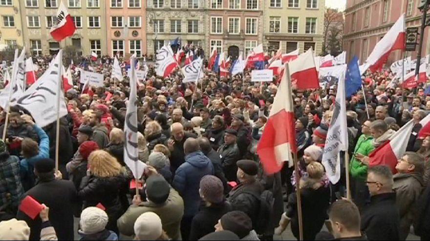 Антиправительственные манифестации в Польше