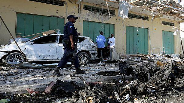 أربعة قتلى في اشتباك وتفجير سيارة مفخخة في مقديشو