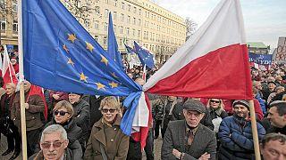 Sorge um den Rechtsstaat: Tausende protestieren in Polen