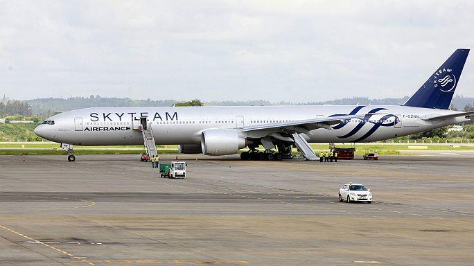 Gyanús csomag az Air France párizsi gépén
