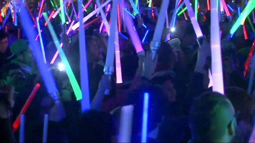 Star Wars fans stage giant lightsaber battle