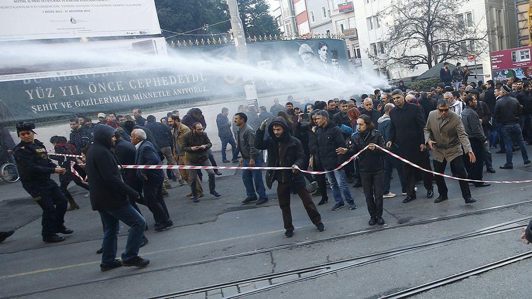 Enfrentamientos entre manifestantes prokurdos y policía en Estambul