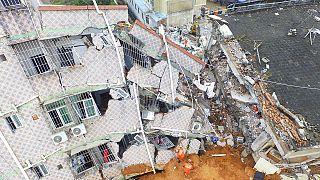 Deslizamento de terras no sul da China soterra área equivalente a 60 campos de futebol