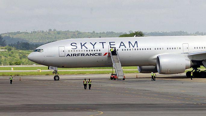 Colis suspect dans un avion d'Air France : un policier à la retraite placé en garde à vue