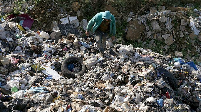 الحكومة اللبنانية تطوي أزمة النفايات بإعلان نقلها إلى الخارج