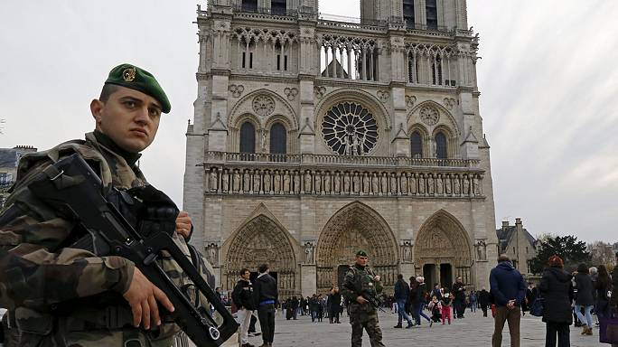 Paris com mais segurança nas ruas na época de Natal