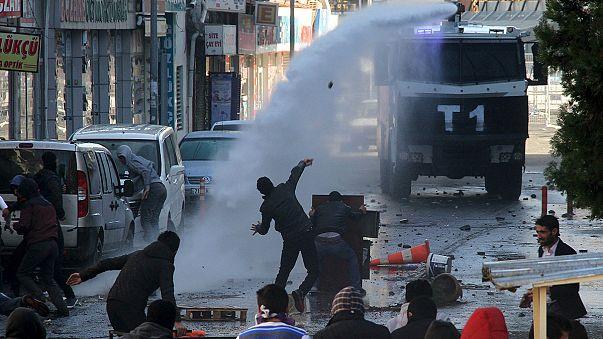 Operasyonlar ve sokağa çıkma yasakları Diyarbakır'da protesto edildi