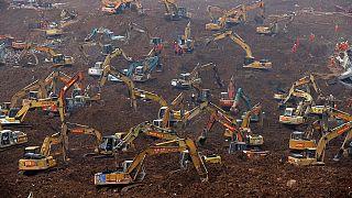 China: Busca por sobreviventes continua