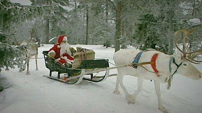 Pai Natal parte da Lapónia para distribuir presentes