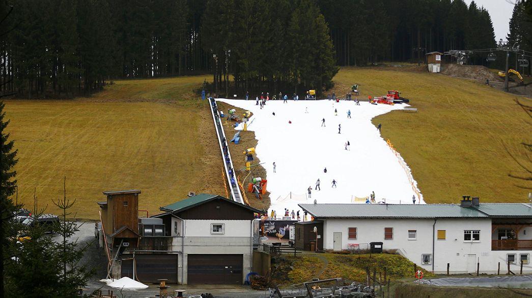Los cañones de nieve artificial salvan las estaciones de esquí centroeuropeas por Navidad