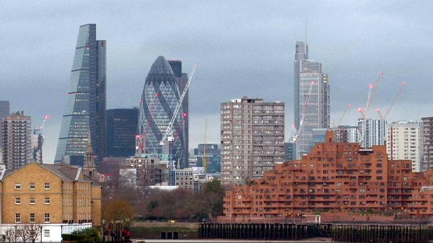 Bancos del Reino Unido pagan pocos impuestos a pesar de tener grandes ganancias